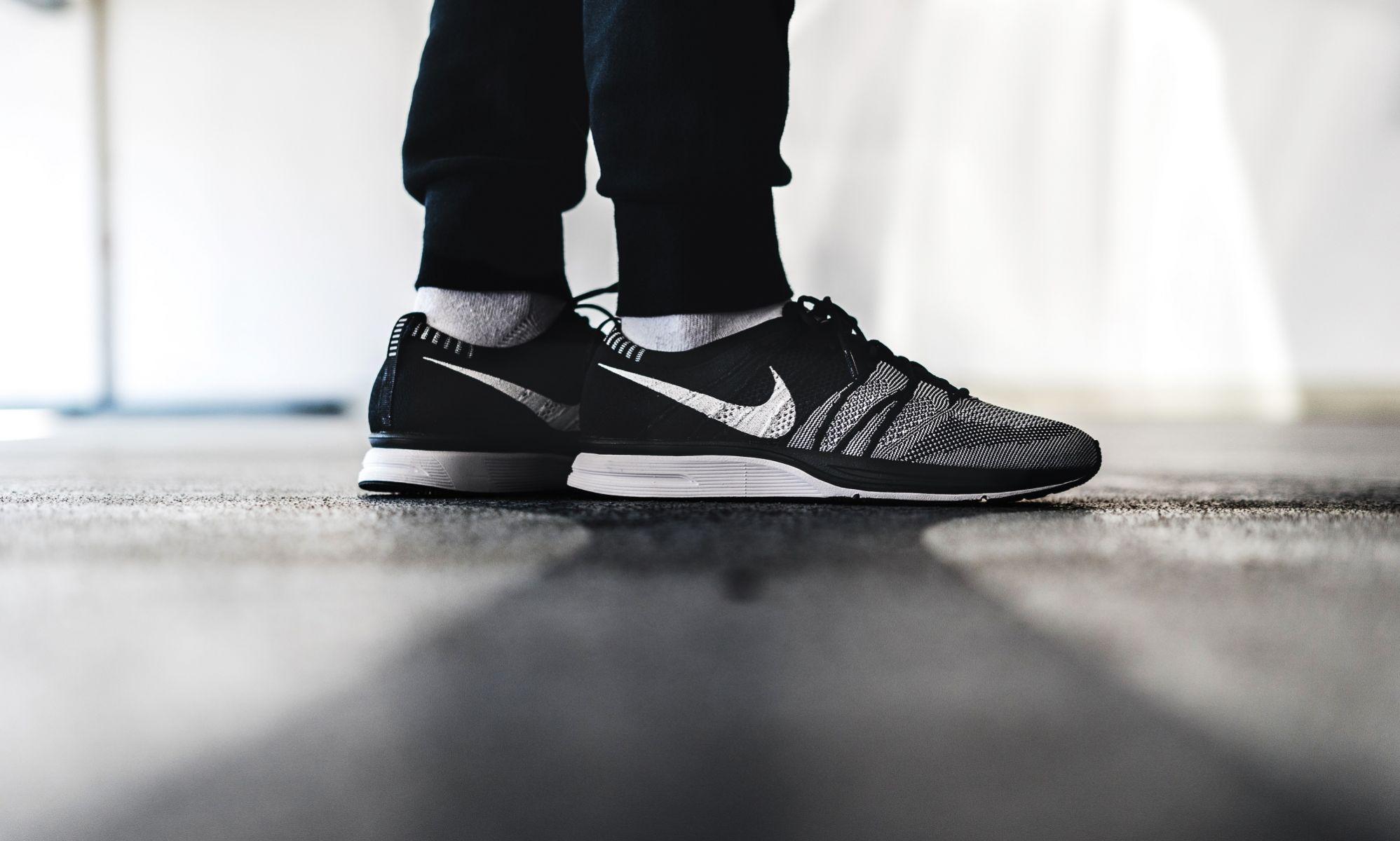 nike-flyknit-trainer-black-white-ah8396-005-mood-1 - Sneaker Myth